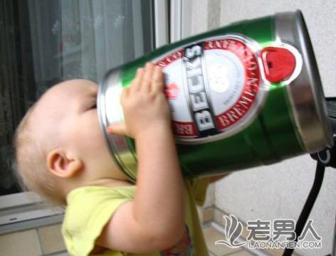 资讯生活三岁男孩偷喝白酒酒醉三天依旧没醒
